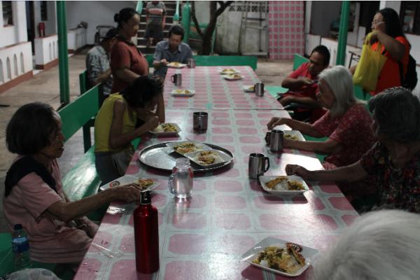 Ouderen aan tafel